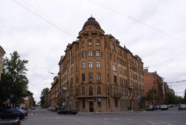 Съе́зжинская улица
