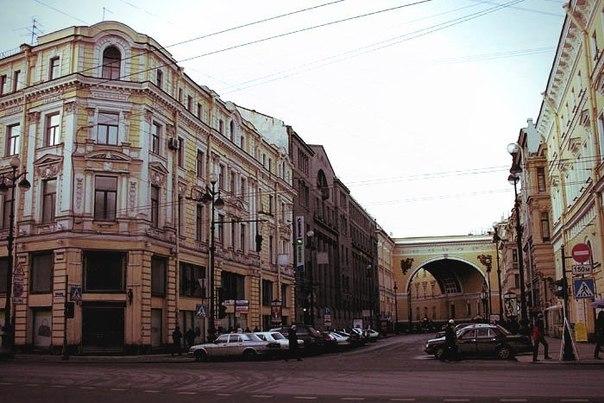 Улица в Петербурге, которая является солнечными часами