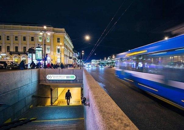 Как дешево перемещаться по городу ночью, когда мосты разведены